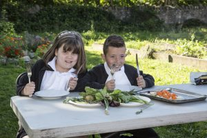 kids eating veg